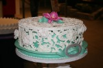 "the ""lace"" doesn't sit right on the cake - isn't that NEAT?"